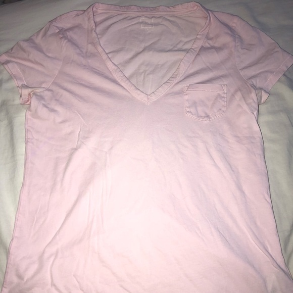 GAP Tops - Gap V-neck Tee
